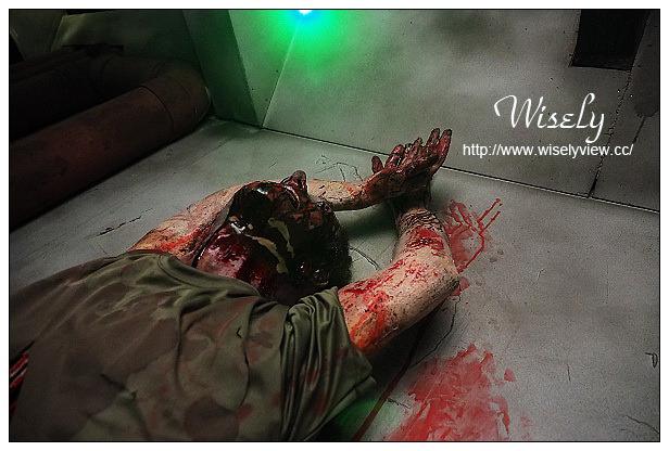 并且脸部手脚都染上了血迹呢!