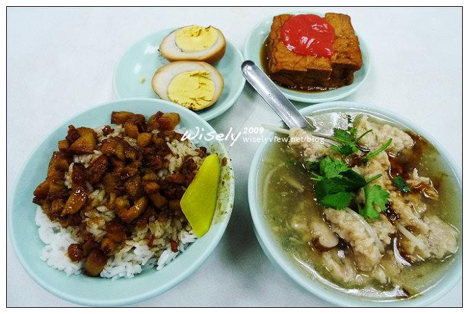 台北中山。捷運雙連站︱雙連街魯肉飯:在地老字號,烤雞腿與湯品都推薦
