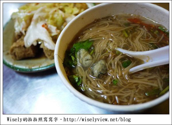 【食記】台北.捷運萬隆站2號出口旁:(萬隆)蚵仔麵線、現炸臭豆腐