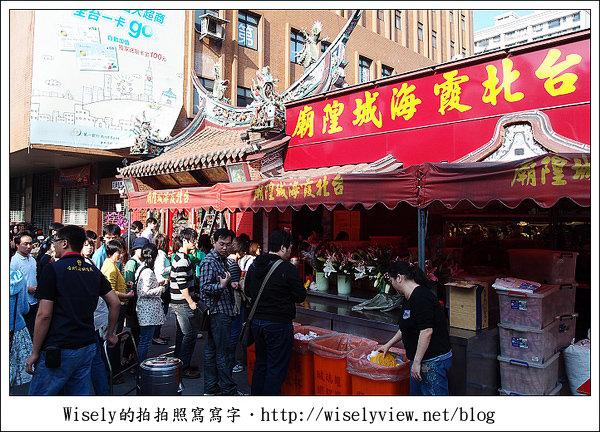 【食記】台北‧迪化街商圈:佳興魚丸店、霞海城隍廟旁攤車油粿、正發青草店百草茶