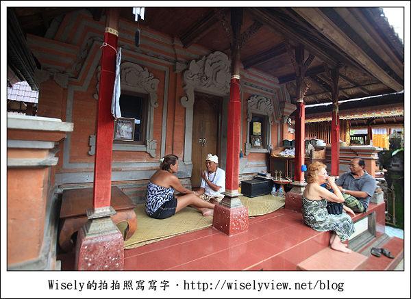 【旅行】2011(印尼)峇里島-03:烏布梯田下午茶(古董敞篷車)、髒鴨子風味餐、算命師賴爺(KETUT LAYER)的家、烏布傳統市場《烏布必去景點推薦》