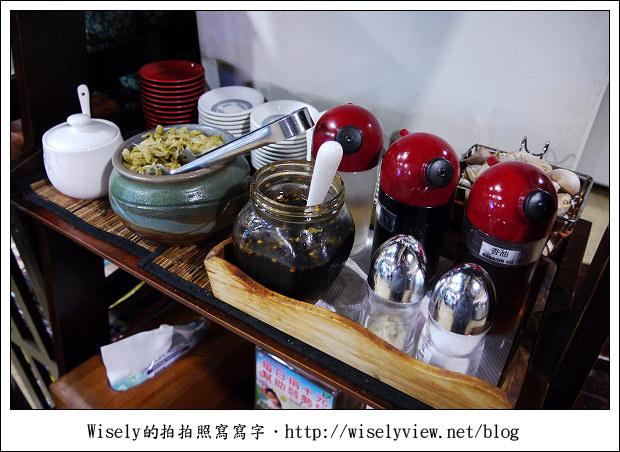 【食記】台北市‧內湖區:牛耳精緻麵館~鄰近捷運西湖站,牛肉麵湯濃麵Q肉大塊