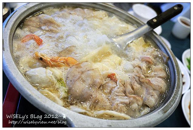 【食記】台北市.中正區(公館商圈):峨嵋餐廳-平價川湘菜館裡,有著超暖胃的酸菜白肉鍋