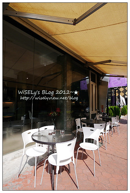 【食記】台中市.西區:52 Café(美術園道旁)@立體小熊拉花熱拿鐵,搭配磚塊土司超正點!