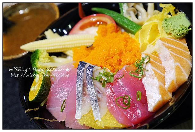 【食記】台北市.萬華區:海人刺身丼飯專賣@位於西門町電影街上,平價丼飯和定食主菜優