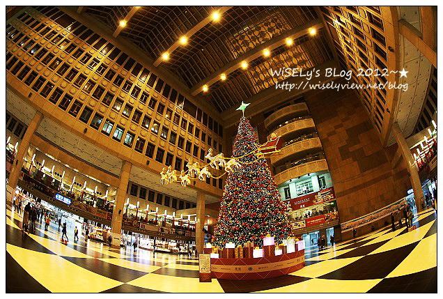 【食記】台北車站微風美食廣場:耶誕樹隨拍、夢卡朵京都抹茶捲、台鐵排骨便當、TAN炭燒牛舌