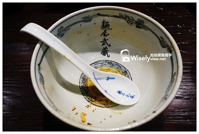 【食記】台北市。中山區:麵屋武藏-神山(實驗廚房)@當日限量的一本拉麵,有著超大塊的炙烤五花肉