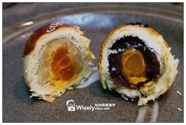 【食記】糕點。Amo阿默(典藏蛋糕):2013中秋月餅禮盒@小團圓禮盒~蛋黃酥&鳳梨酥