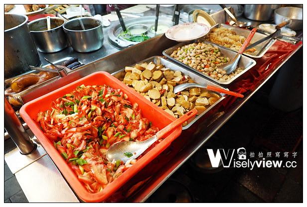 【食記】新北市。新店區:豬腳大王米苔目@黑白切小菜種類多,位於7-11騎樓