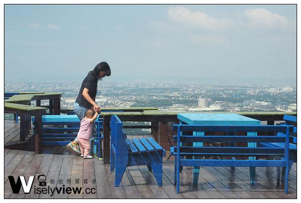 【遊記】桃園縣。龍潭鄉:乳姑山風景區@白圍牆地中海景觀咖啡~俯瞰城市美景