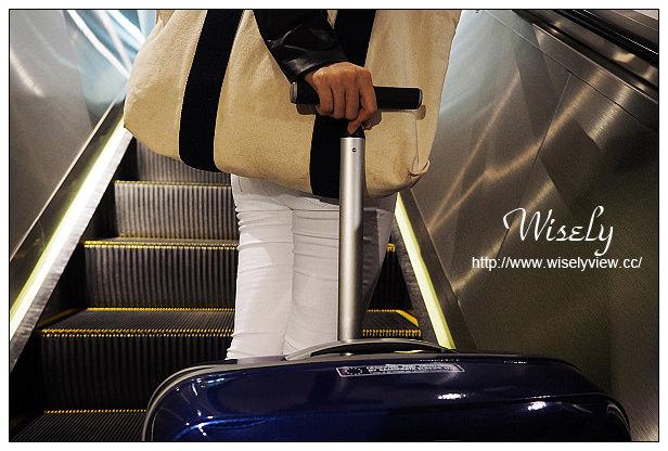 【分享】Samsonite新秀麗行李箱:Firelite極限箱@輕巧耐用時尚造型,移動拖拉超容易