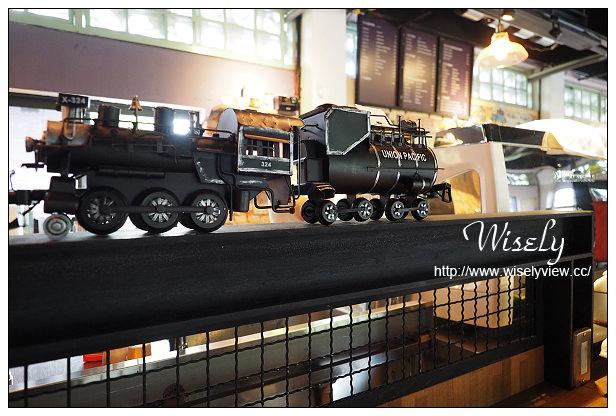 【食記】宜蘭縣。宜蘭市:CAFÉ SLOW TRAIN小火車咖啡館@鄰近幾米廣場和火車站,復古倉庫改建輕食餐廳
