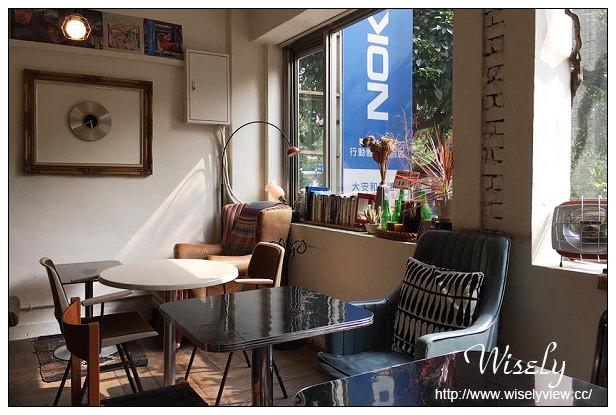 【食記】台北市。大安區:自然醒咖啡公寓@鄰近大安森林公園,二樓懷舊窗景~捷運科技大樓站美食