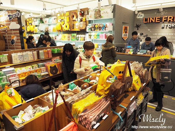 【遊記】台北火車站。北二門:LINE FRIENDS STORE微風北車店、湯瑪士小火車聖誕樹