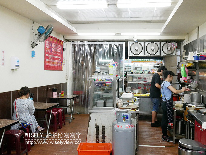 【食記】台北大同。捷運圓山站:小鳳米粉湯(大龍街夜市)@好吃魯肉飯與粗細混合的米粉湯