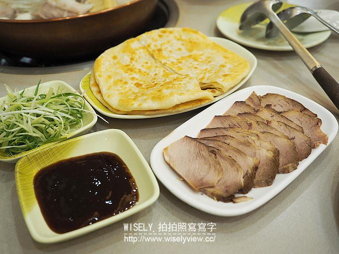 【食記】台北大安。捷運科技大樓站:大連風味館@東北酸菜白肉鍋、燻肉大餅、松阪豬肉