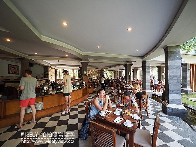 【旅行】2016印尼。峇里島(巴里島)廉航自由行-02:DOMBA Café(金綿羊咖啡工廠)、烏魯瓦圖斷崖廟/情人崖、The edge Bali Spa(無敵海景)、Naughty Nuri's Warung Batubelig烤豬肋排(水明漾)、Seminyak Square(水明漾廣場)、BINTANG SuperMarket(星星超市)、Puri Saron Luxury Villas(水明漾普里薩龍别墅飯店)