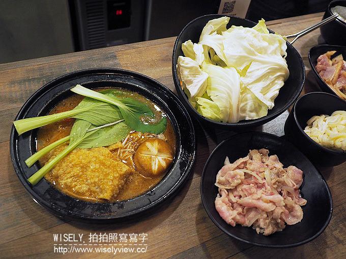 【食記】台北大安。捷運東門站:永康街美食@輝哥石頭火鍋~台式懷舊裝潢宵夜