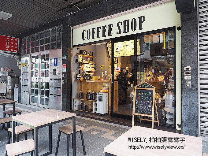 《新北市永和區。中和新蘆線。捷運永安市場站美食》咖啡熊手烘Coffee Shop@招牌黑糖拿鐵
