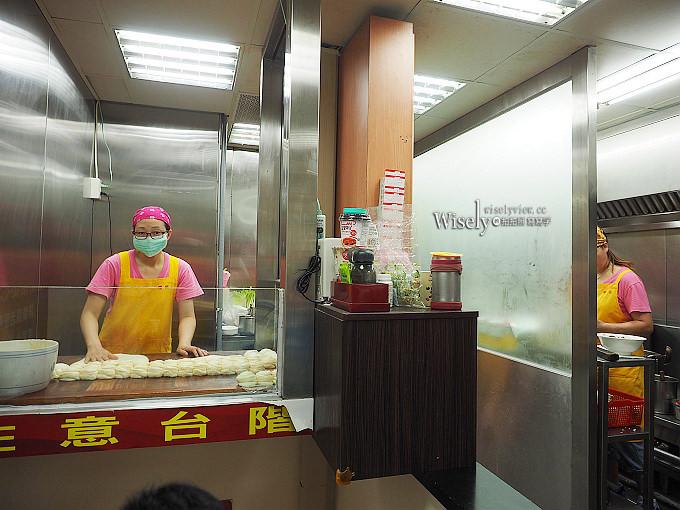 《台北信義。捷運台北101/世貿站》吳興街穆記牛肉麵@紅燒好吃清燉更強,還有必嚐斤餅