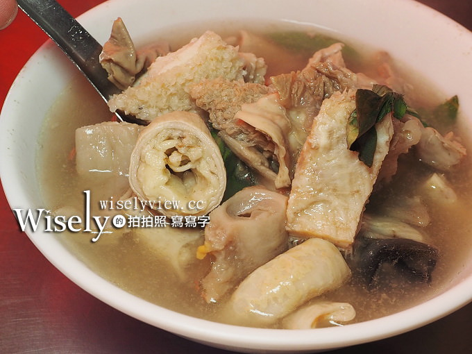 《台中。烏日美食》張家晉牛雜:十一種藥膳湯頭的牛雜湯,與多樣鮮切全牛料理