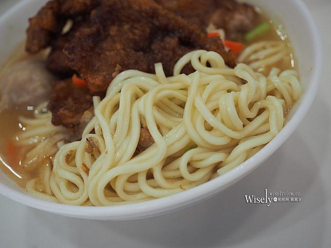 《台中西區。黑肉麵》大塊厚實好滋味,先滷後炸的排骨麵~鄰近國立台灣美術館