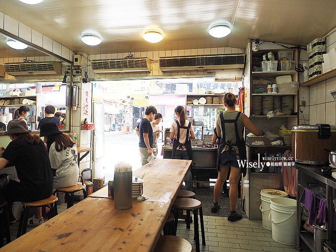《台北萬華。捷運西門站》天天利美食坊:西門町老字號的半熟蛋魯肉飯、沙茶魷魚羹