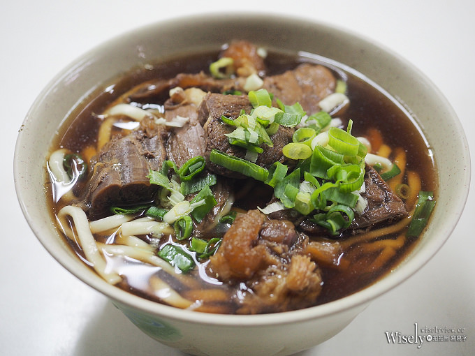 《台北萬華。捷運西門站》小吳刀切牛肉麵:洛陽街裡24小時營業,正餐宵夜平價美味