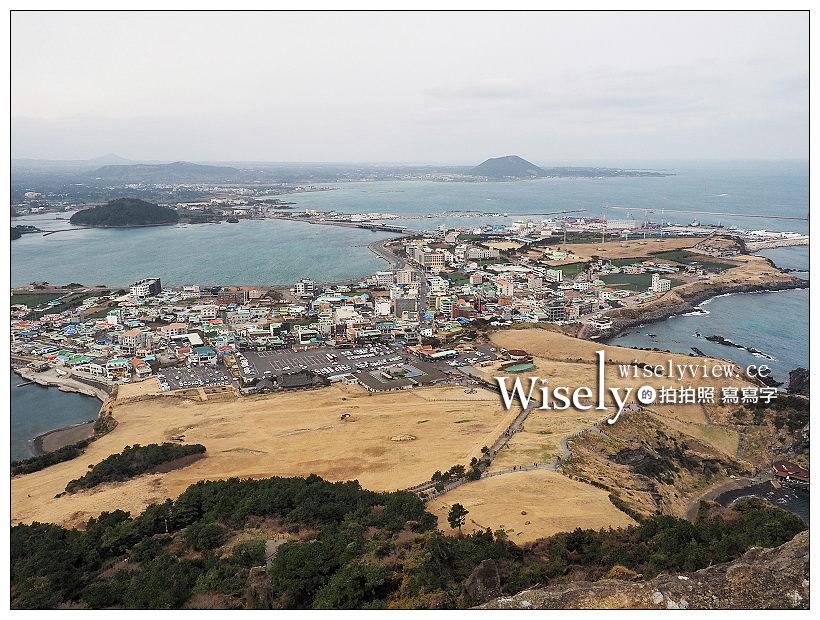 《濟州景點。城山日出峰》遠眺碧海與火山口美景,必訪世界自然遺產