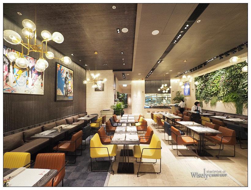 《香港灣仔住宿推薦》英皇駿景酒店(The Emperor Hotel) :近時代廣場位於皇后大道東上,鬧中取靜環境