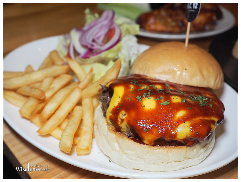 台北萬華。捷運西門站︱A.K.12美式小館:大份量排餐漢堡 & 3.2KG腹仇者套餐