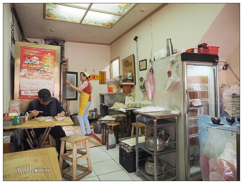 新北中和。巨鼎鍋貼專賣店:平價在地老字號廣濟宮美食,現場吃較美味