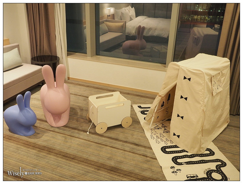 高雄住宿推薦。和逸飯店•高雄中山館︱Little Kingdom打造全館限量2間「北歐童話親子客房」,多項童趣用品且入住加贈義大利小奇寶兔椅~捷運三多商圈站