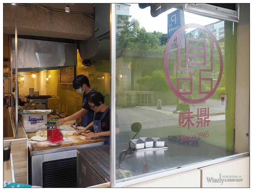 台北中山。味鼎蛋餅︱龍江路近遼寧街夜市,加辣更美味的脆皮起司蛋餅~在地50年老店,鮮奶豆漿與豬扒飯糰蛋也好吃,價格偏中高的人氣店家