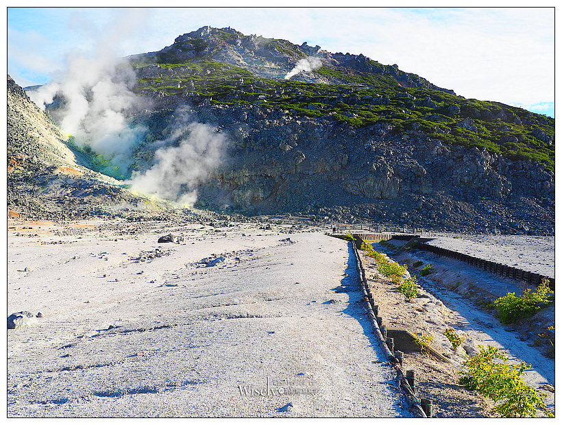 寒國立公園。川湯硫黃山︱相鄰屈斜路湖與摩周湖的活火山,寸草不生奇景