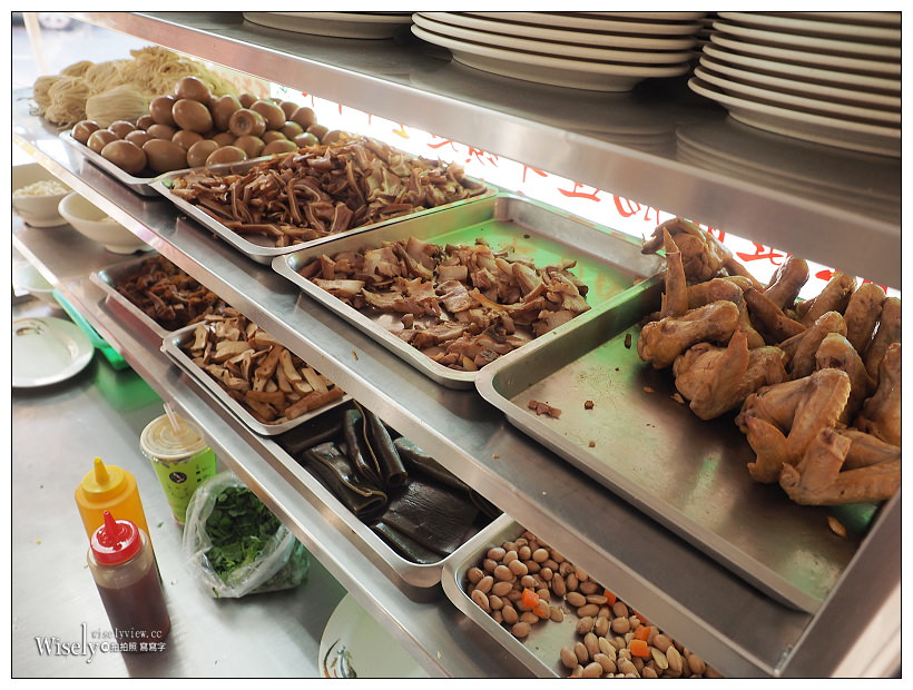 台北北投。吳家牛肉麵︱老字號三大牛肉麵之一,半筋半肉麵&滷菜不錯吃