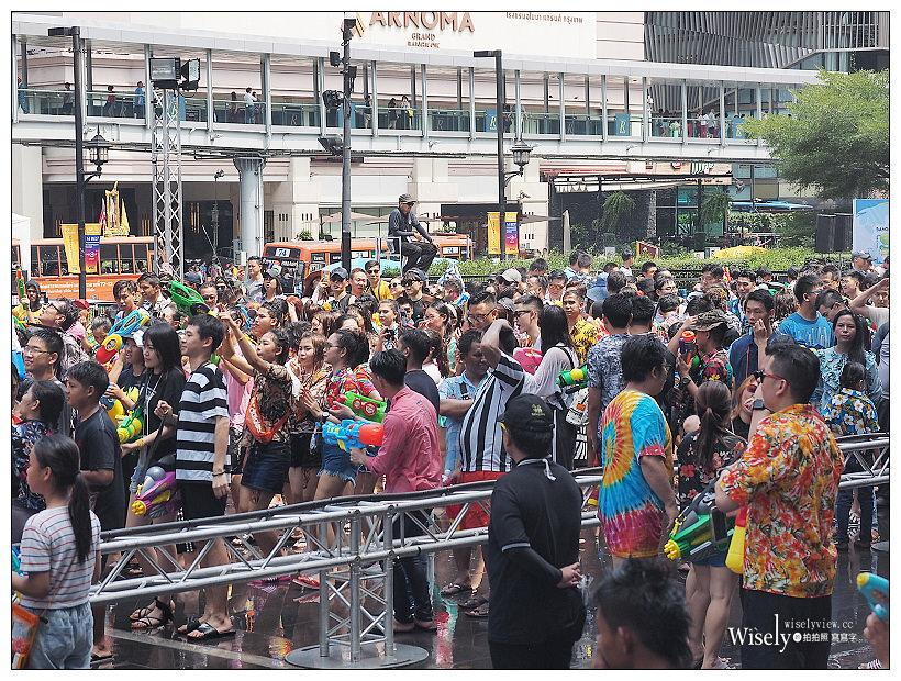 2019曼谷自由行5-5︱紅大哥水門雞飯二店、泰國潑水節(席隆路/暹邏廣場/Central World)、ICONSIAM暹邏天地、拉差達火車夜市(水果冰沙西施)