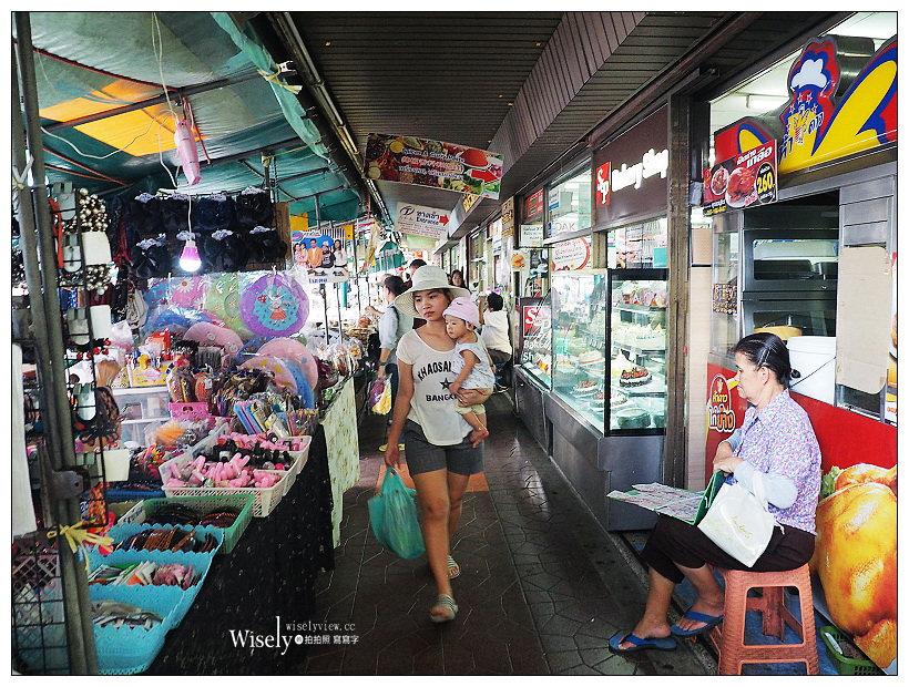 2019曼谷自由行5-2︱考山路米其林餐廳 Patonggo Cafe、鄭王廟、ICONSIAM室內水上市場、Mahanakhon SkyWalk 78樓高空酒吧、at ease泰式按摩、The Robin Hood Pub Bangkok酒吧