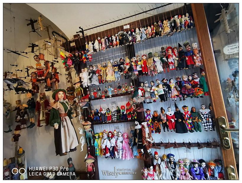捷克 布拉格自由行 -04︱跳舞的房子(頂樓)、查爾斯大街老城區漫遊(懸絲木偶購買&捷克豬腳推薦&卡夫卡博物館)、布拉格皇宮&聖維特教堂&黃金巷、地鐵搭乘&遊行活動