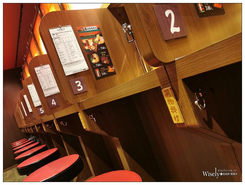 台北。一蘭拉麵 新光A11店︱正宗豚骨湯拉麵,昭和復古裝潢設計,還有台灣限定抹茶啤酒~捷運象山站美食/信義區美食/24小時營業美食