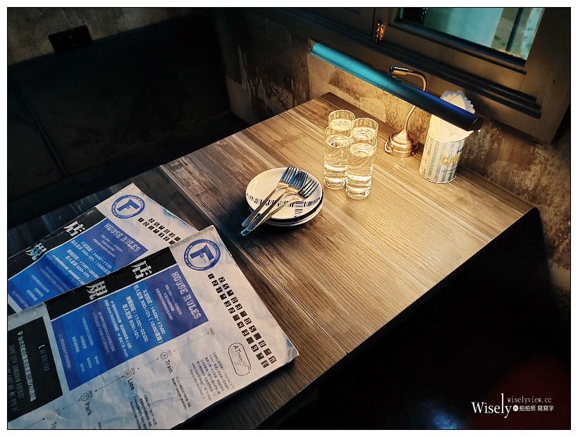 台北松山。F Gallery by A Train︱隱密低調復古公寓視覺系餐酒館,主打多樣調酒與風味料理~捷運南京復興站美食 x 慶城街美食 x 台北酒吧 x 台北餐酒館