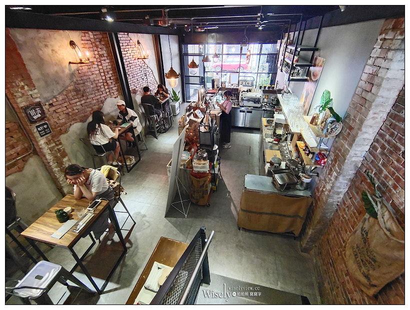 台中東區。復興咖啡交易所 FXCE︱火車新站旁的復古港式餐廳,必點超好吃的西多士,還有視覺系的奶茶咖啡~台中火車站咖啡廳 x 台中港式茶餐廳 x 台中美食