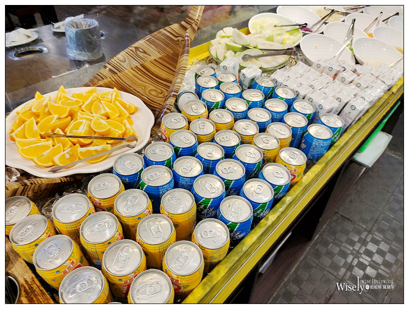 宜蘭礁溪火鍋吃到飽。珍典精緻自助式火鍋︱八種湯頭不加價,現點鮮切肉與多項熱食點心可選擇,平假日NT400用餐2小時,相鄰礁溪轉連站前可單人享用