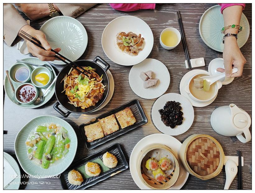 台北新板希爾頓酒店 Hilton Taipei Sinban︱高年級假期銀髮族,一泊二食住宿專案:中式午餐港點與自助吧早餐吃到飽,還有空中泳池可盡情暢游免費使用