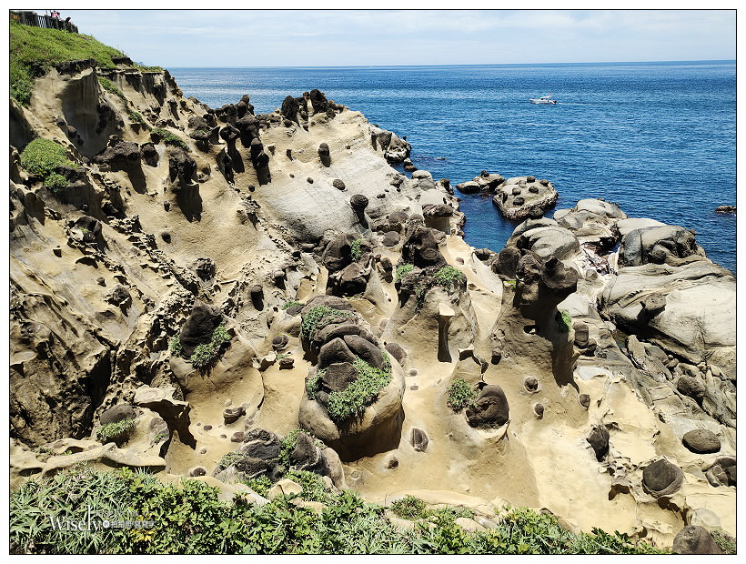 基隆景點。和平島公園︱相鄰基隆港的海蝕地形,走步道遠眺阿拉寶灣,還有親子游嬉的海水泳池